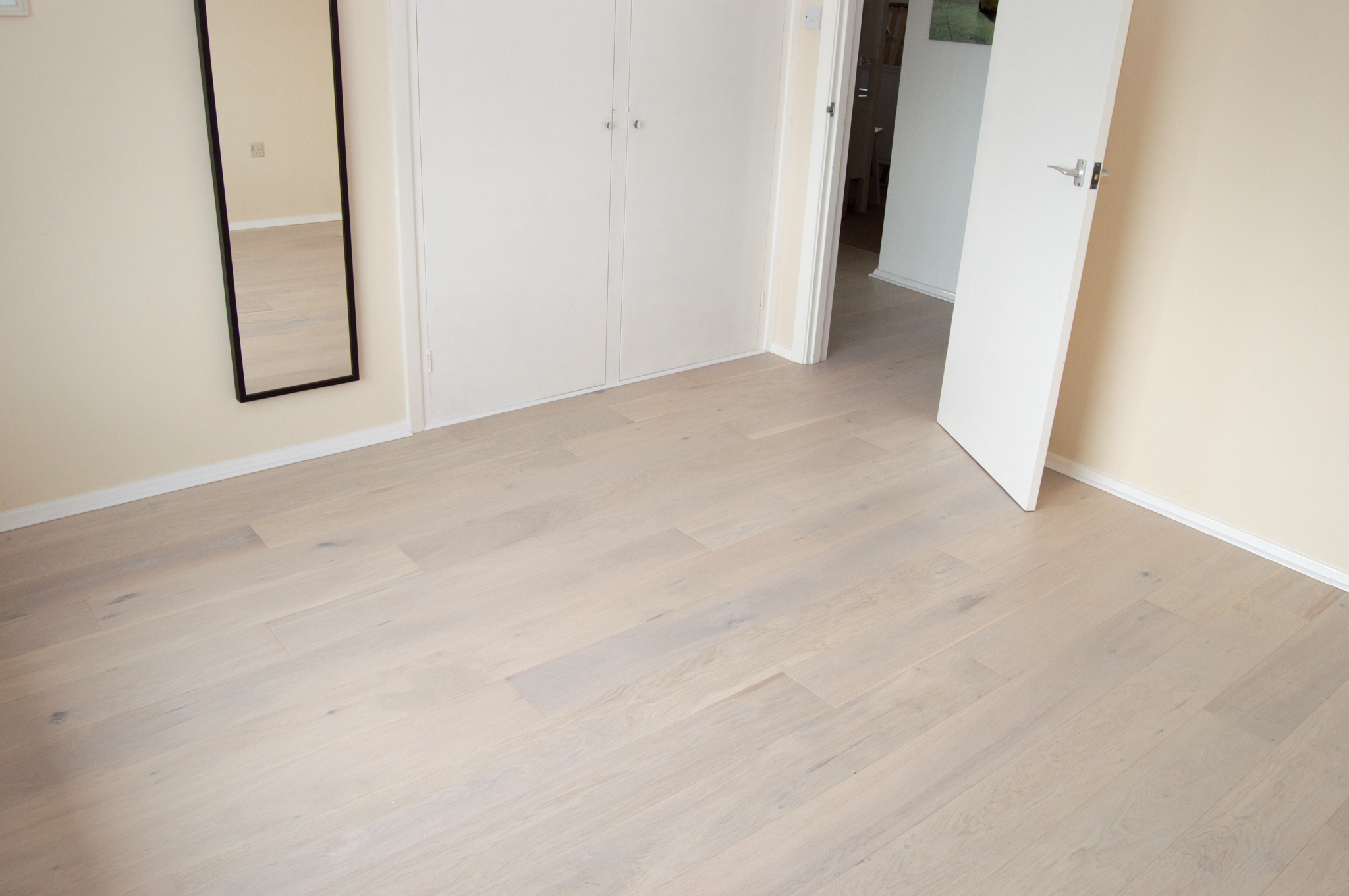 Oak engineered wood flooring floorwork hardwood carpets for Wood floor contractors