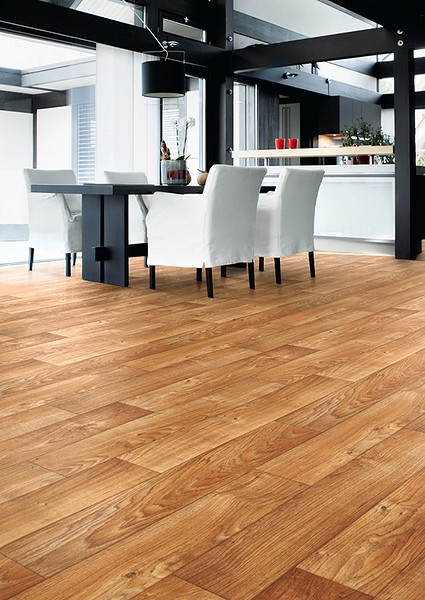 Wood effect vinyl flooring in Swanage, Poole & Bournemouth